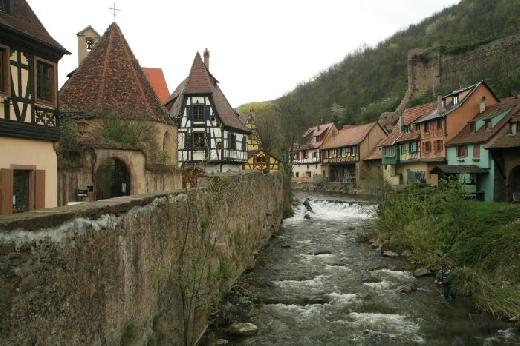 Kaysersberg, tipiche case sul lungofiume